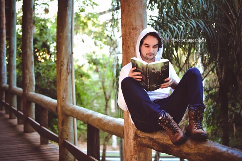 autor escritor Victor Angels
